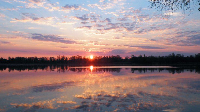 dawn-dusk-lake-290506